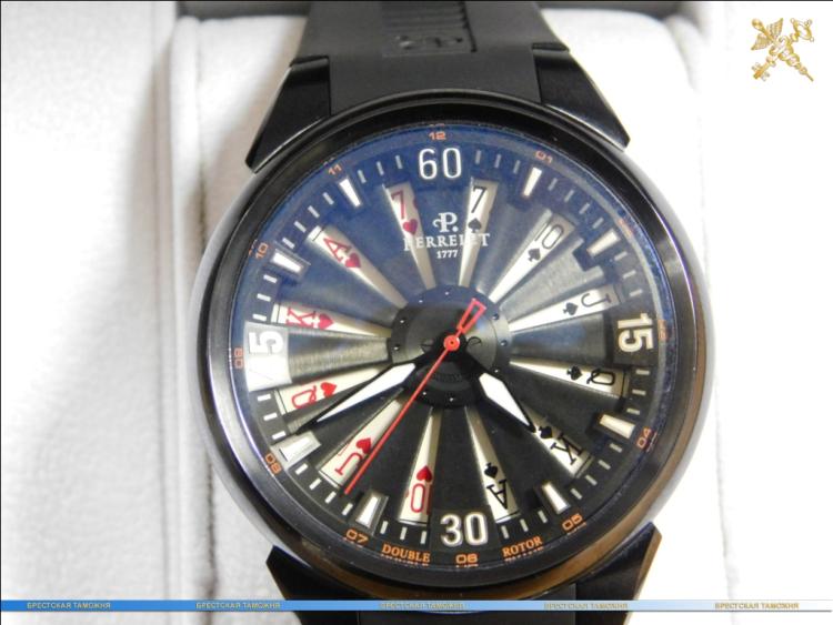 Брестские таможенники изъяли дорогостоящие часы