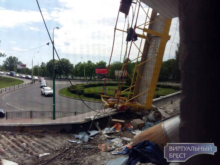 """На Набережной с высоты упала строительная """"люлька"""", есть пострадавшие"""