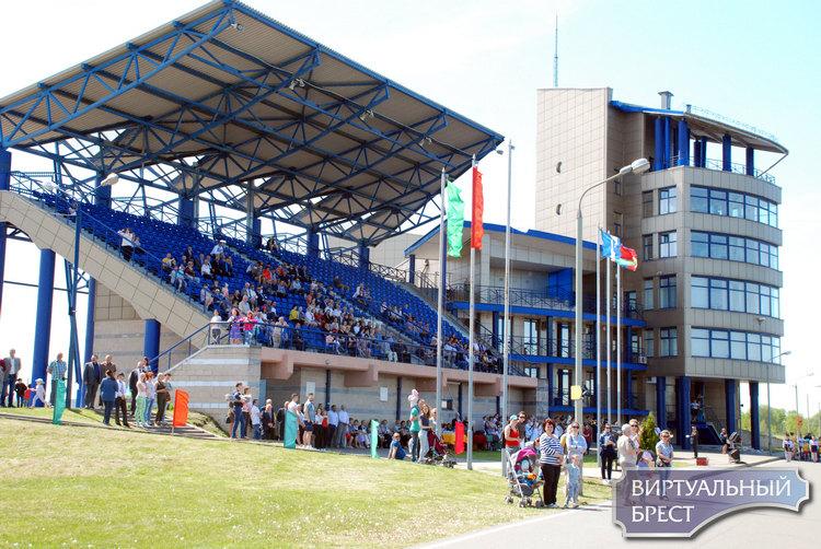 Брестский гребной канал открывает сезон соревнований