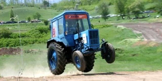 Житель Ивацевичского района угнал трактор, чтобы съездить в магазин за сигаретами