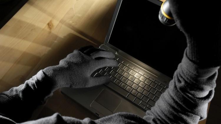 Грабитель укусил женщину, у которой пытался украсть ноутбук