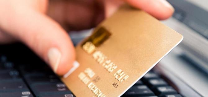 Нашел банковскую карточку, выложил фото в интернет, заработал себе неприятности