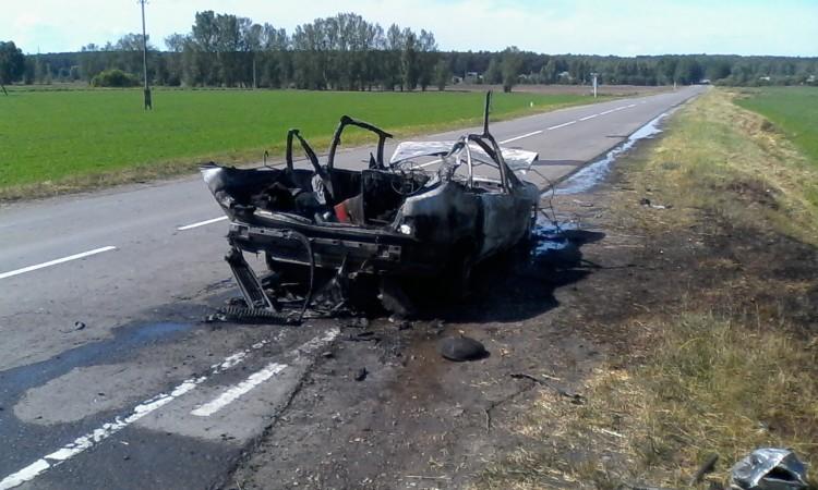В автомобиле взорвался газовый баллон, произошло возгорание