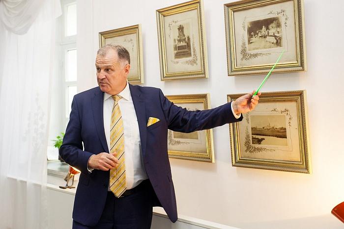 Петр Кравченко представил в Бресте выставку раритетов из своей коллекции