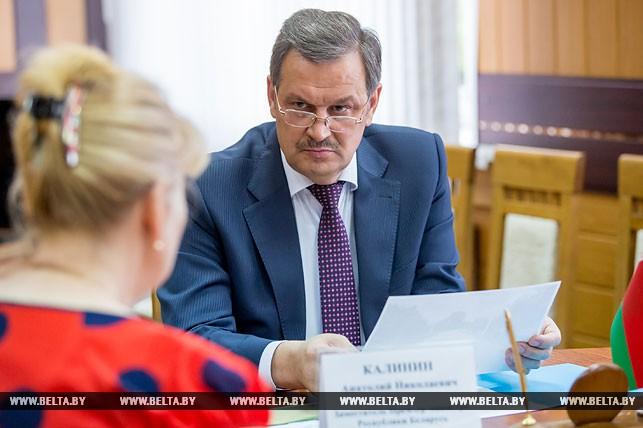 Калинин поручил в 2018 году заасфальтировать дороги в пригородных к Жабинке деревнях