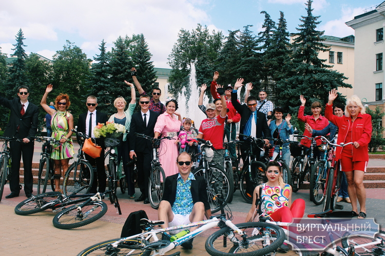 Вело-флешмоб в стиле поп-арт прошёл в Бресте