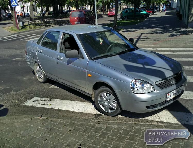 В аварию на площади Свободы попали Opel и Лада