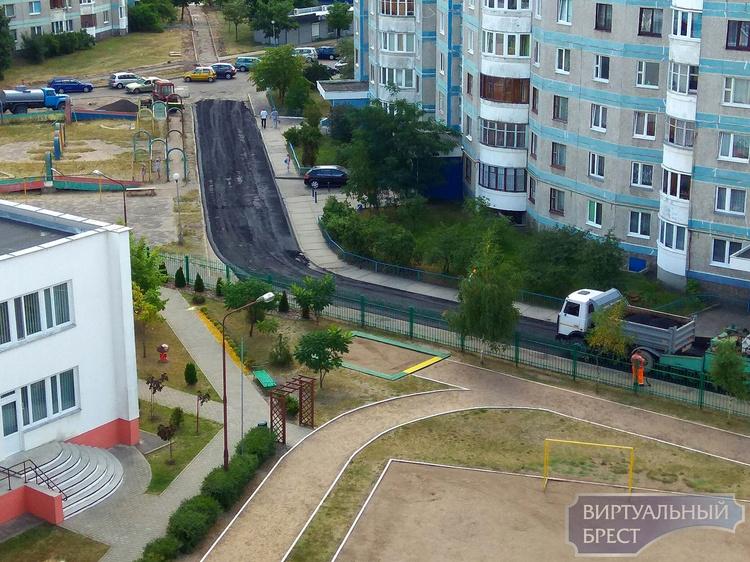 Во дворах Бреста начали ремонтировать дороги