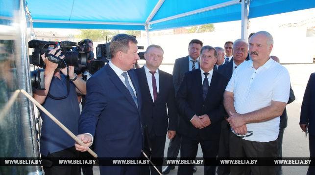 Лукашенко поручил в 2018 году подтянуть предприятия с низкой зарплатой до уровня Br1 тыс.