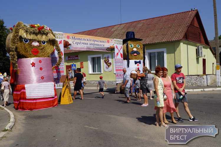 "На кулинарном фестивале ""Мотальскія прысмакі"" за два дня побывало до 10 тыс. гостей"