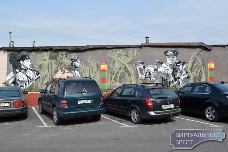 Пограничное граффити рисуют в Бресте у заставы