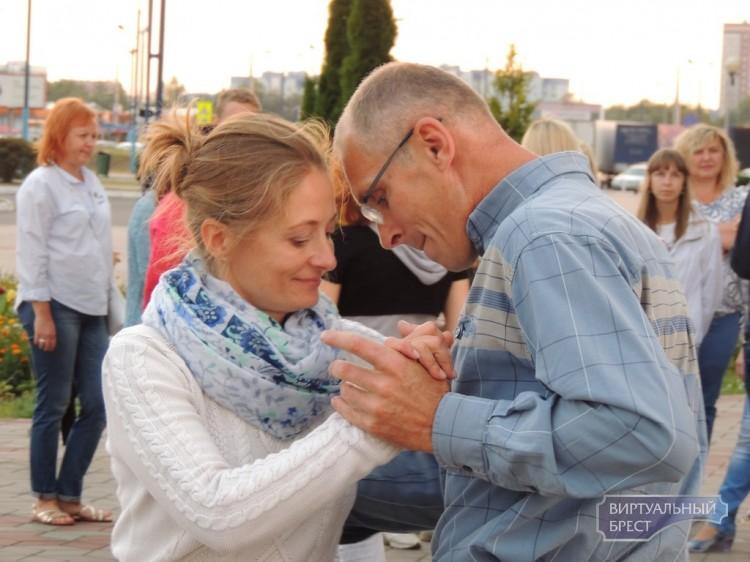Вечер социальных танцев состоялся впервые на гребном канале