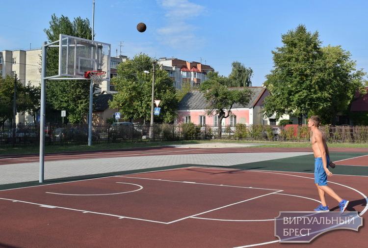 В СШ №7 г. Бреста 1 сентября открыли новый спортивный городок
