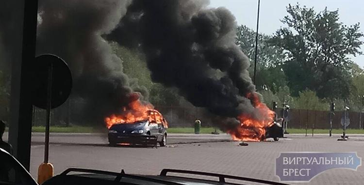 """Официально: при пожаре на КПП """"Тересполь"""" сгорело 2 белорусских автомобиля, пострадавших нет"""