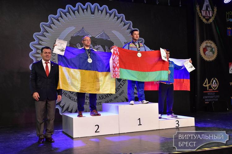 Плюс 2 золотые медали в копилку Виктора Братчени с чемпионата мира по армрестлингу