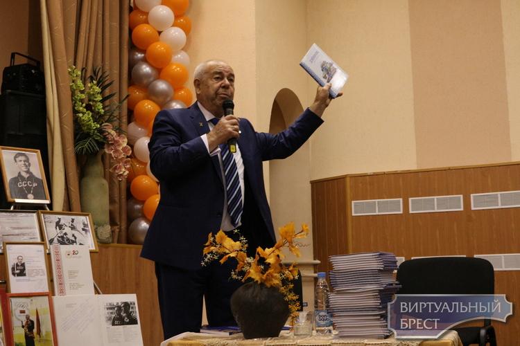 В школе № 7 города Бреста состоялась встреча с Макаренко Сергеем Лаврентьевичем