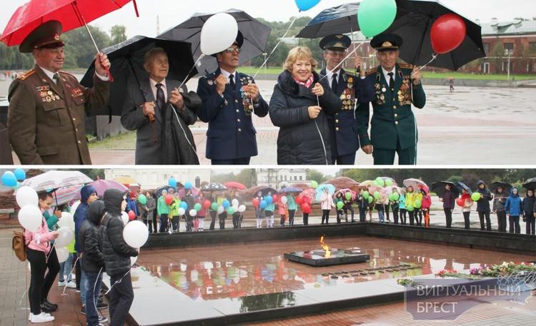 Международный День мира начался в Бресте у Вечного огня