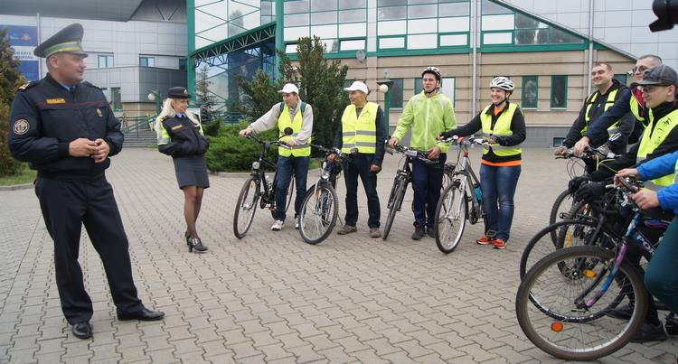 ГАИ презентовала сегодня первую в Бресте велополосу на проезжей части