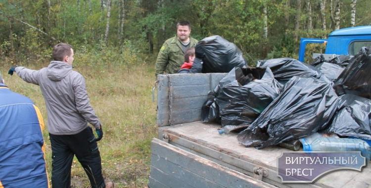Совет лидеров молодежи Ленинского района принял участие в республиканской акции по уборке леса