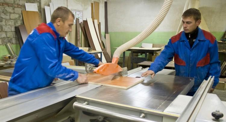 Цех по производству мебели откроют в школе-интернате в Пинском районе