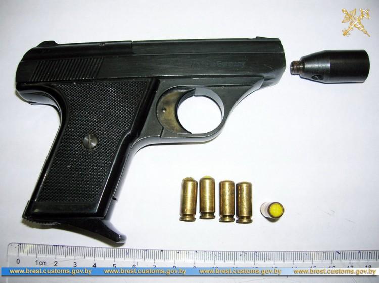 Газовый пистолет с патронами обнаружен в поезде на границе