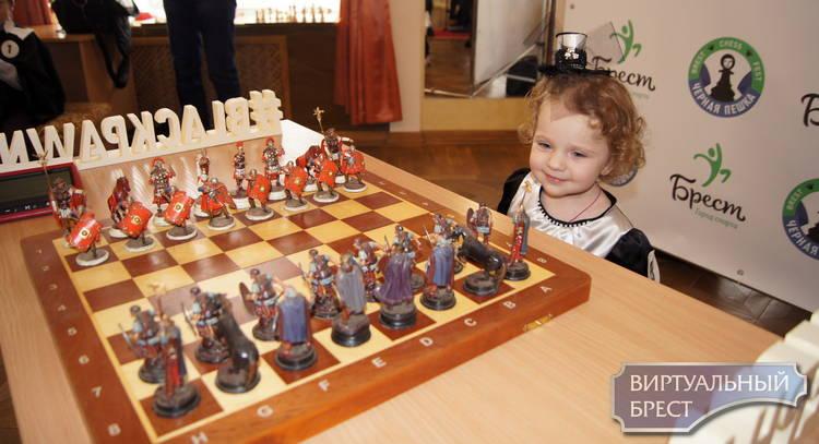 Дария Скоморощенко открыла первый шахматный фестиваль «Черная пешка» в Бресте
