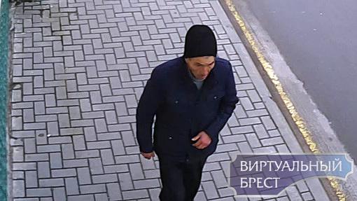 Ищем мужчину, который идёт по тротуару. Подозревается в краже