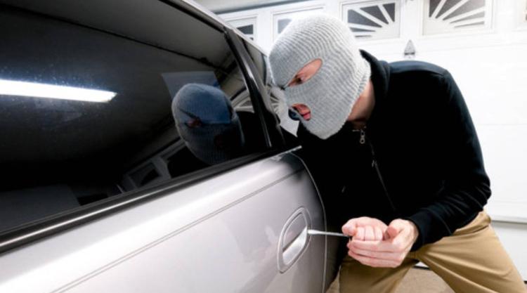Мужчина второй раз угнал у дамы автомобиль, но собирался вернуть