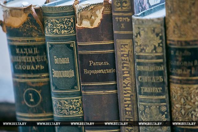 Уникальная рукопись XVII-XIX веков пополнила фонды Брестской областной библиотеки