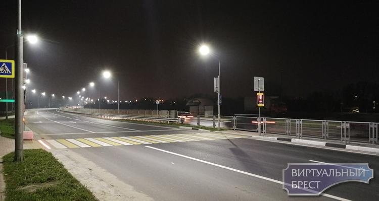 Второй светофор со светящейся плиткой появился в Бресте. Где?