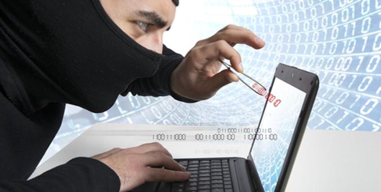 Подрались из-за точки доступа Wi-Fi... Мужчина выбил дверь и напал с ножом на соседа