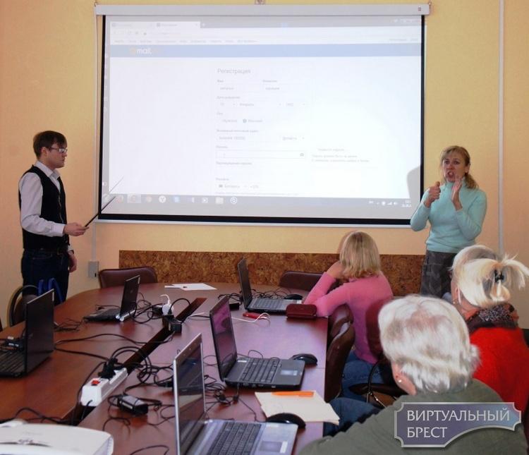 Обучающий пилотный курс для пожилых людей с инвалидностью по слуху стартовал в Бресте