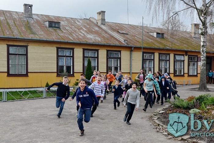Брестская СШ №4 на Волынке отмечает 80-летие