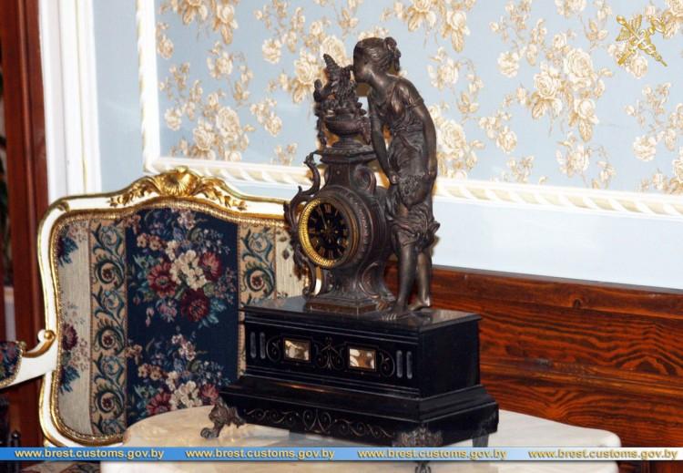 Каминные часы ХIX века переданы в «Усадьбу Немцевичей»