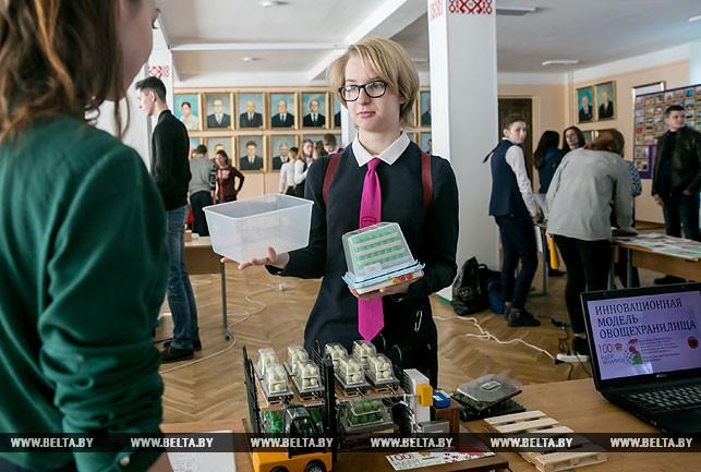 Вера Монина со своим проектом овощехранилища