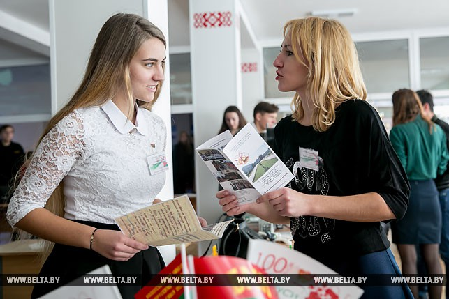 Анна Прокопчук и педагог Екатерина Скорук представляют проект