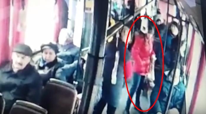 В Бресте овчарка покусала школьника на остановке общественного транспорта