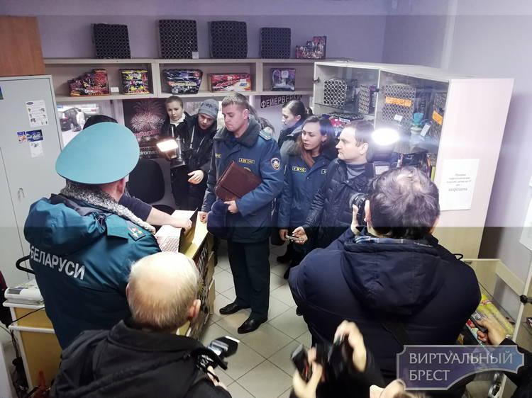 Профилактика на  объектах  торговли пиротехникой проводится МЧС в Бресте