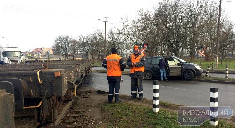 Поезд против автомобиля: из-за ДТП на ул. Рябцева было перекрыто движение и большие пробки