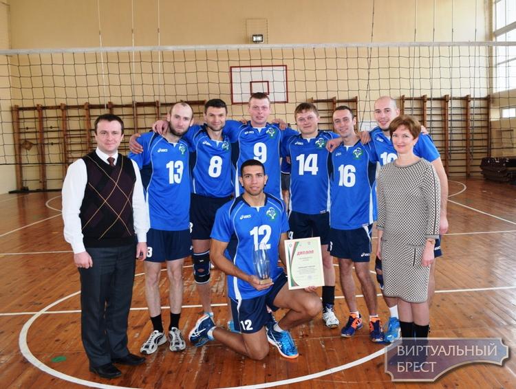Команды работающей молодежи сыграли финальные игры  XVI Турнира по волейболу памяти Героя Беларуси В.Н.Карвата