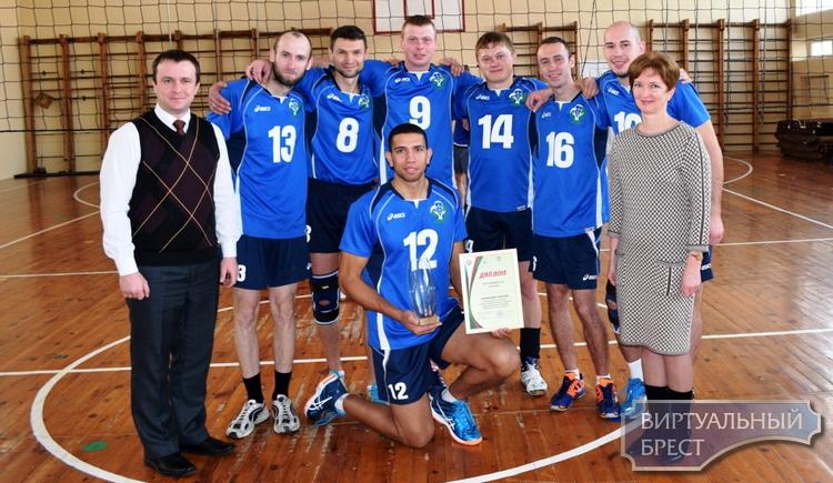 Команды работающей молодежи сыграли финальные игры  XVI Турнира по волейболу памяти Героя Беларуси В.Н. Карвата