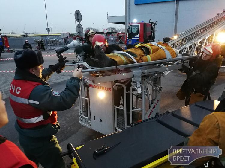 Что случилось в гипермаркете ОМА и почему там работали спасатели?