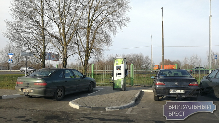 Как выглядит новая электрозаправочная станция в Бресте