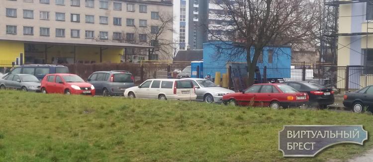 Жильцы улицы Высокой каждый день сталкиваются с транспортной проблемой