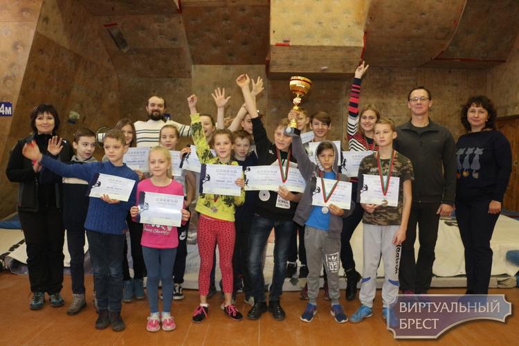 Юные скалолазы области соревновались в г.Пинске