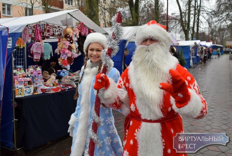 В Бресте открылась Новогодняя ярмарка на ул. Гоголя