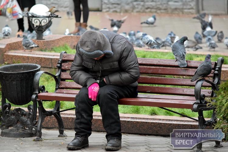 Наступили холода, кто поможет бездомным и нищим реально?