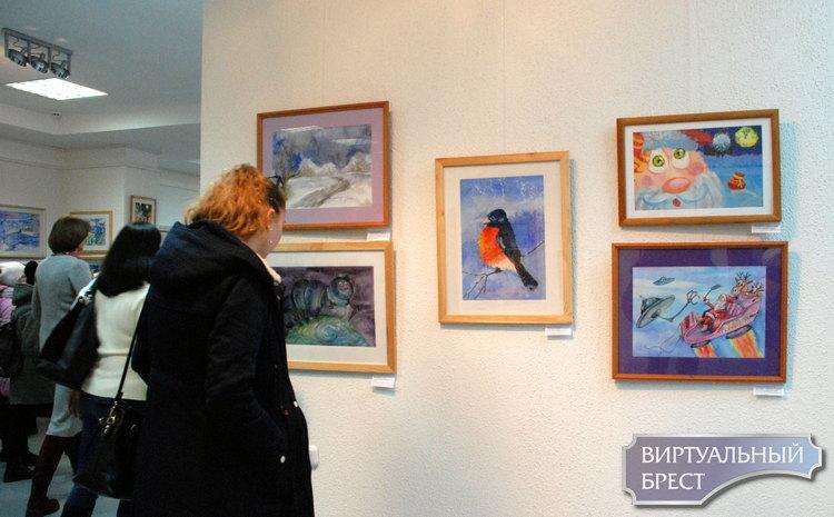 В Бресте открылась выставка рисунка «Калядныя гісторыі»