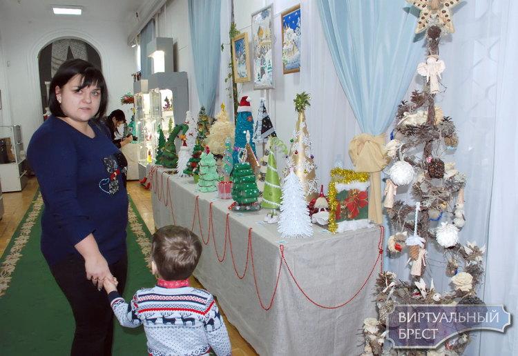 """Валенки, ёлки и другие... """"Новогодний калейдоскоп"""" в Бресте"""