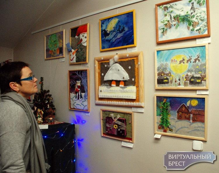 """В Бресте открылась выставка """"Рождества волшебные мгновенья"""""""